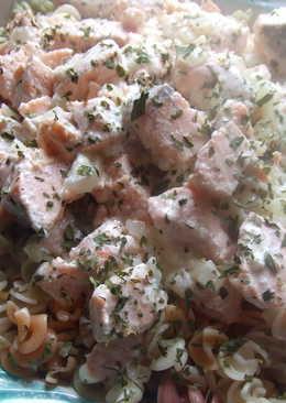 Salmón fresco al cava con pasta italiana