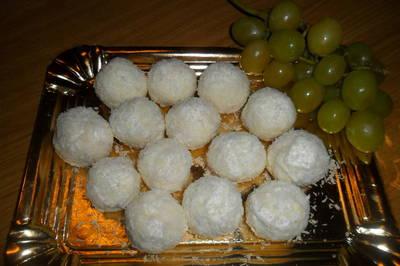 Bombones de uvas con queso de cabra al coco