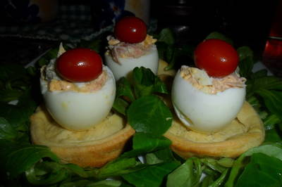 Huevos rellenos en cazuelitas de brisa