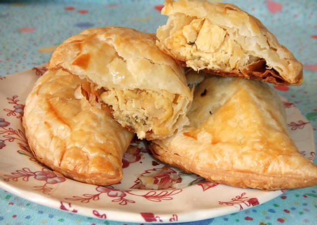Empanadas de pollo y queso al horno