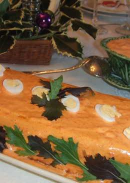 Pastel de cabracho con mayonesa de piquillos y pimientos confitados