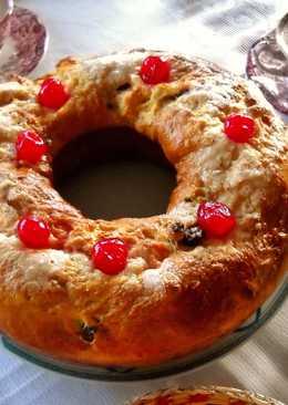 Rosca de pan dulce con arándanos, pasas y orejones