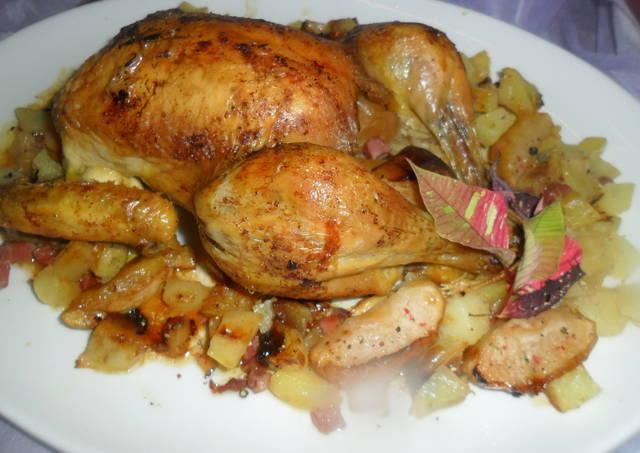 Pollo relleno de patatas, manzanas y jamón serrano