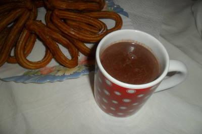 Chocolate a la taza con churros caseros