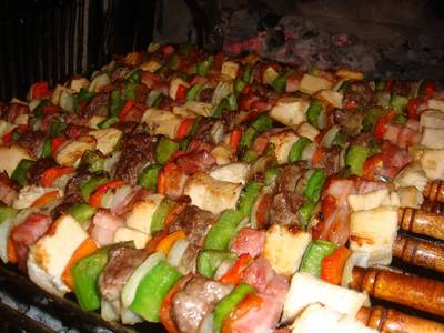 Brochette mixto a la parrilla