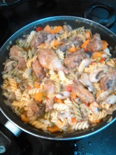 Pollo con champiñones y cebolla