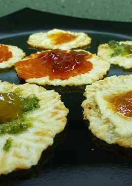 Galletas de queso con cremas saladas