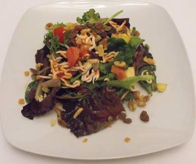 Ensalada de brotes tiernos con combinado de frutos secos