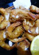 Langostinos en tempura con salsa