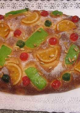 Coca de brioche con frutas confitadas