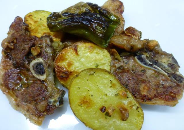 Chuletas de cordero al horno con pimientos y patatas receta de milandebrera cookpad - Chuletas de cordero al horno con patatas ...