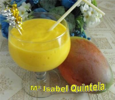 Batido de mango con yogur de plátano