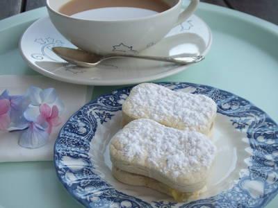Galletas danesas de mantequilla rellenas con mermelada cítrica