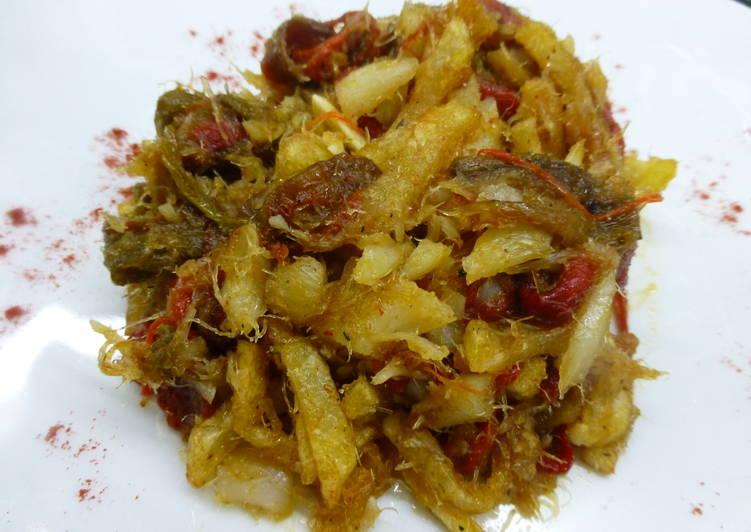 Bacalao desmigado con pimientos y patatas receta de - Bacalao con garbanzos y patatas ...