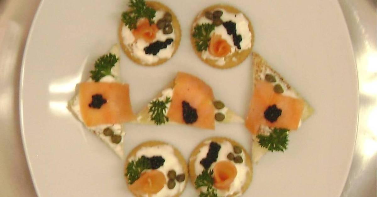Canap s de salm n y caviar receta de winnyver cookpad for Canape de salmon ahumado
