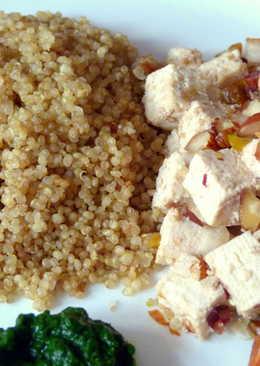 Tofu con quinoa y salsa de espinacas