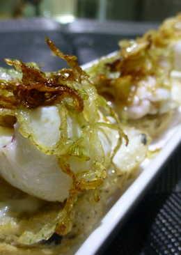 Entrante de chipirones con cebolla crujiente