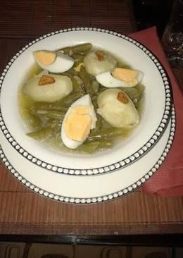Judías verde con patata, huevo y ajos fritos