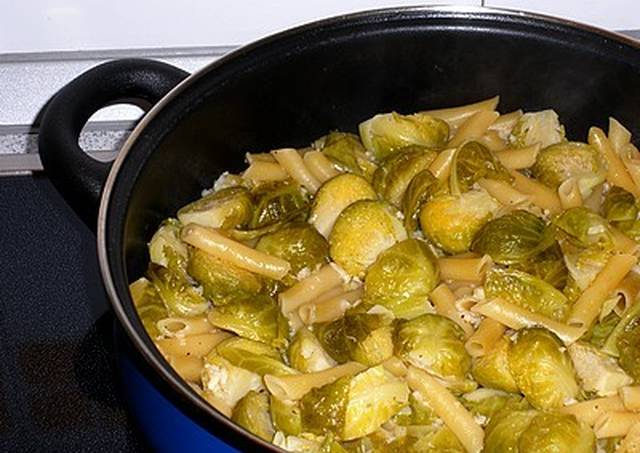 Pasta con coles de bruselas receta de mis recetas cookpad - Cocinar coles de bruselas ...