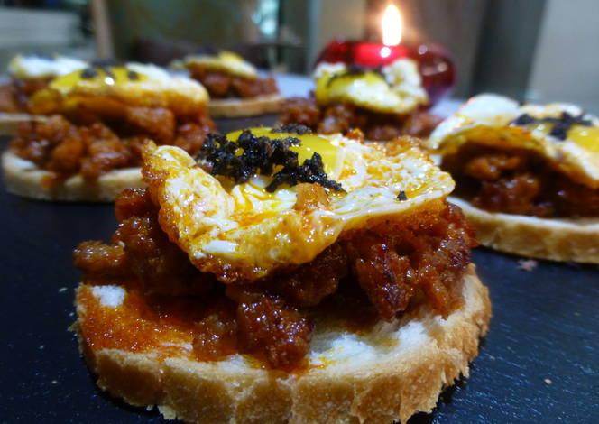 Canap s de chorizo huevos y trufa natural receta de for Chorizo canape ideas