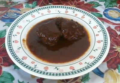 Lomo de cerdo en chile mulato y uva pasas