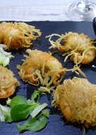 Langostinos envueltos en  fideos chinos fritos
