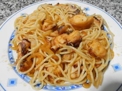 Espaguetis con pulpo y pimentón