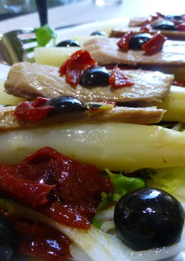 Ensalada de espárragos, ventresca y pimientos