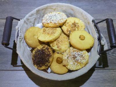 Pastas de chocolate, almendras y avellanas
