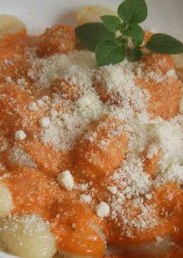Ñoquis caseros con salsa de tomate a la crema