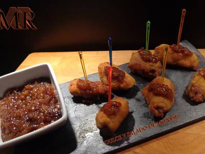 Mini flamenquines de jamón y foigras con salsa de frambuesa