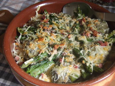 Alcachofas, coliflor y espárragos gratinados