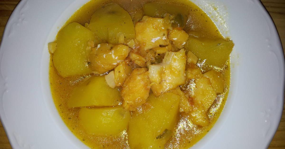 Guiso de bacalao 12 recetas caseras cookpad - Patatas en caldo con bacalao ...