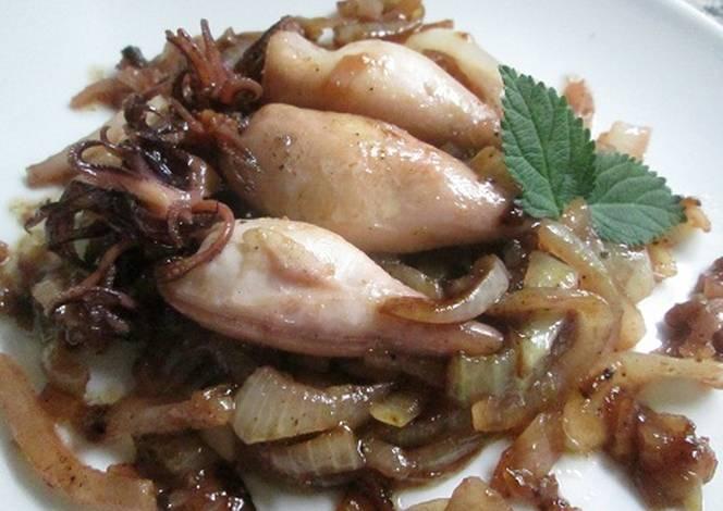 Calamares con cebolla caramelizada receta de gabriela diez for Cocinar calamares pequenos