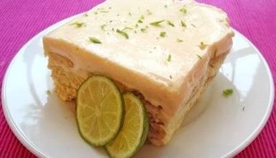 Pastel helado de limón con galletas