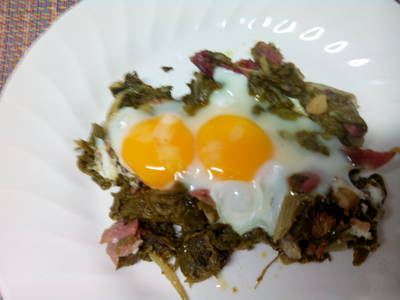 Acelgas con jamón y huevos