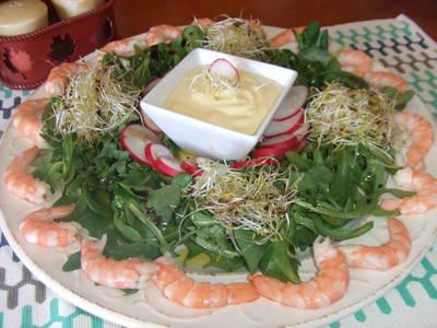 Ensalada de langostinos con salsa mayonesa de lima