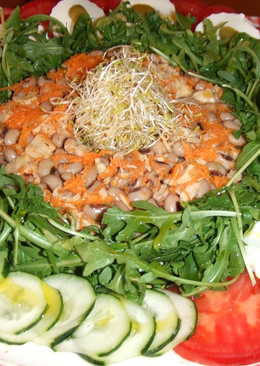 Ensalada variada con legumbres y lima
