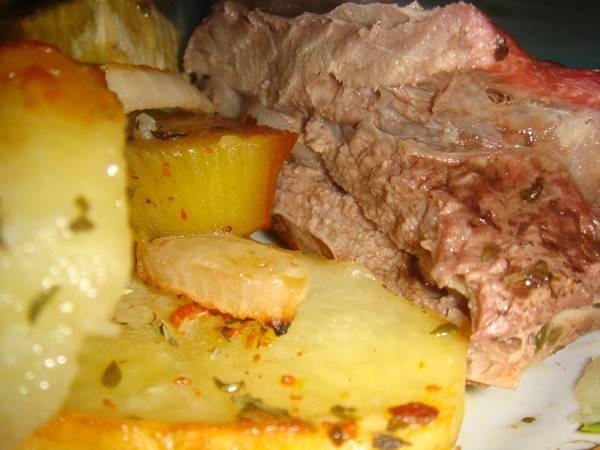 Vacío al horno con papas y batatas
