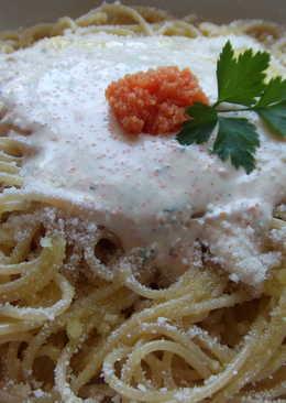 Spaghetti con salsa de huevas de salmón