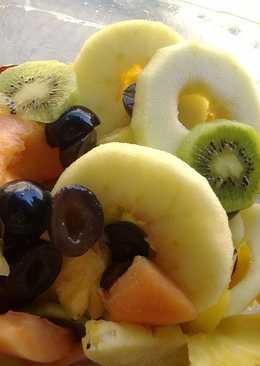 Piña con Frutas al Cointreau