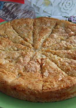 Pastel uruguayo de queso y jamón con merengue