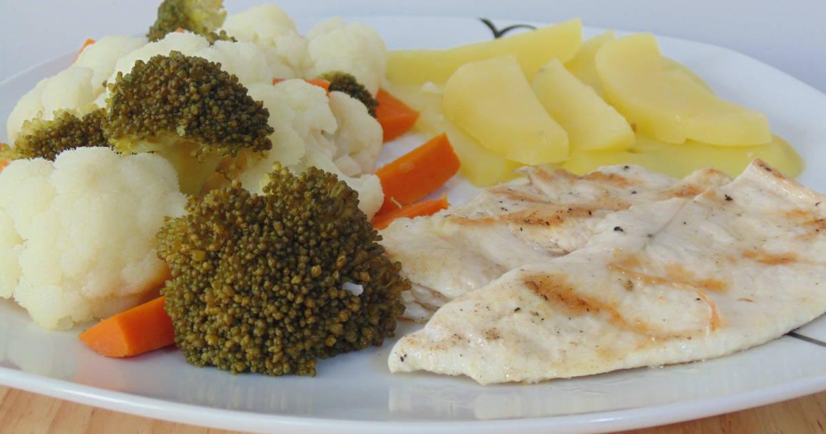 Pechuga de pollo con verduras y patatas al vapor receta de - Platos con pechuga de pollo ...