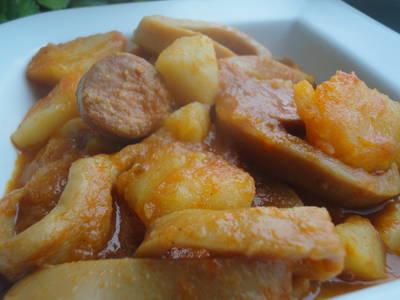 Guiso de calamares con chorizo y patatas