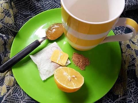 té de manzanilla con limón