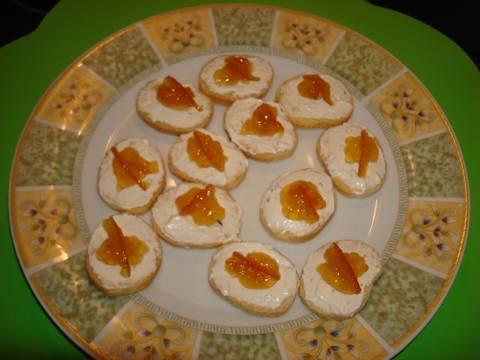 canap s de mousse de queso y mermelada de naranja receta de carme castillo cookpad. Black Bedroom Furniture Sets. Home Design Ideas