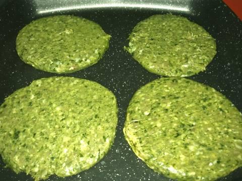 Hamburguesas verdes de espinacas y pollo receta de for Espinacas como cocinarlas