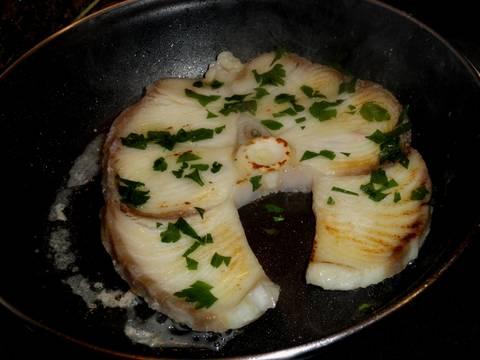 Tintorera a la plancha con salsa de pimiento receta de for Cocinar tintorera