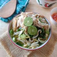 Soto Kudus (Soto ayam dengan Perkedel dan Sate Telur Pindang)