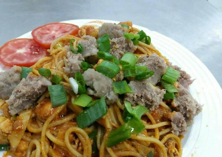 Spagheti sauce kari toping bakso